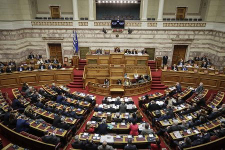 LIVE – Προανακριτική Novartis: Σε υψηλούς τόνους η συζήτηση στη Βουλή