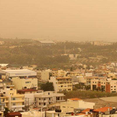 Καιρός: Βροχές και καταιγίδες σήμερα – Ποιες περιοχές θα «πνιγούν» από τη σκόνη