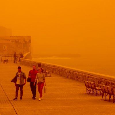 Καιρός: Διαλέξτε! Ή βροχές και καταιγίδες ή αφρικανική σκόνη