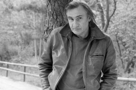 Άκης Σακελλαρίου: Σοκ για το γνωστό ηθοποιό – Στην Εντατική από τη «νόσο των κλιματιστικών»