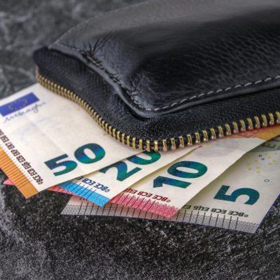 Κατώτατος μισθός 2019: Η αύξηση στα «καθαρά» και στο επίδομα ανεργίας ΟΑΕΔ (ΠΙΝΑΚΑΣ)