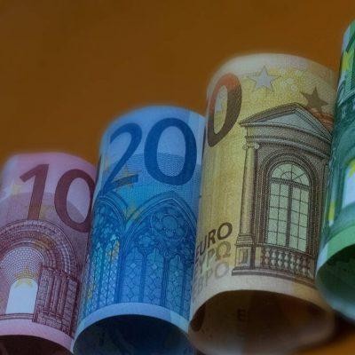 Επίδομα 534 ευρώ: Πότε θα γίνει η πληρωμή – Πόσα χρήματα θα πάρετε (ΠΙΝΑΚΕΣ)