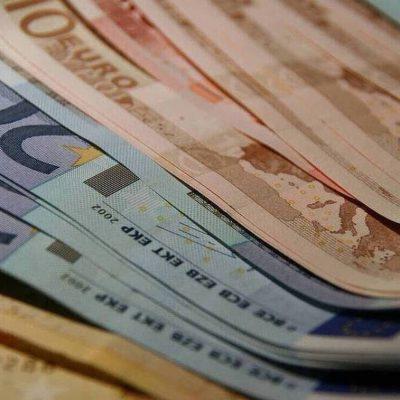 Ποιοι θα πάρουν έκτακτο επίδομα τα Χριστούγεννα έως και 1000 ευρώ