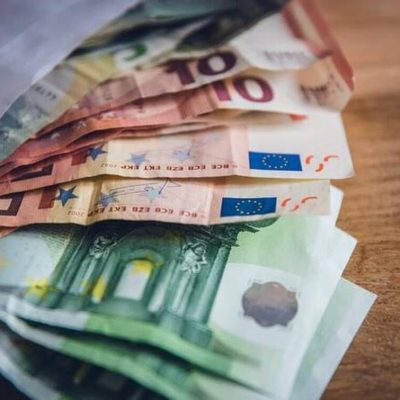 Έκτακτο επίδομα: Ποιοι θα πάρουν 700 ευρώ – Τα δικαιολογητικά