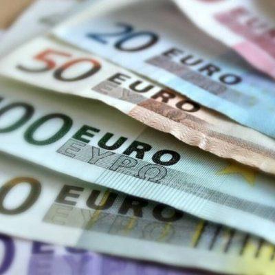 Επίδομα 400 ευρώ στους μακροχρόνια ανέργους: Πότε θα μπουν τα χρήματα