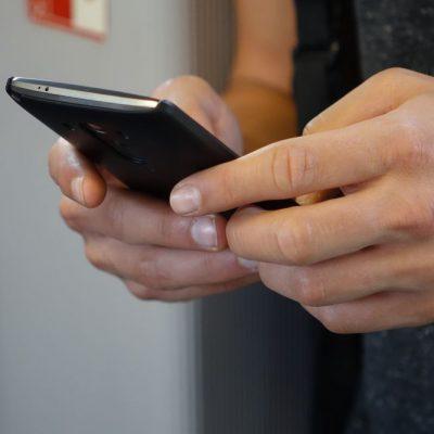 Κωδικοί 13033 SMS: Τι πρέπει να στείλετε για μετακίνηση στην καραντίνα