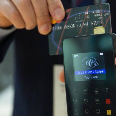Έρχεται μεγάλη αλλαγή στις συναλλαγές με χρεωστικές και πιστωτικές κάρτες