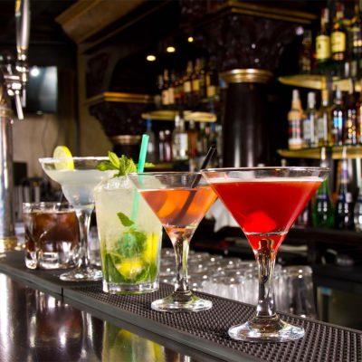 Εστίαση: Άσχημα νέα για μπαρ και καφετέριες