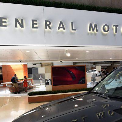 Κορυφαία αυτοκινητοβιομηχανία: Τέλος οι κινητήρες βενζίνης και πετρελαίου