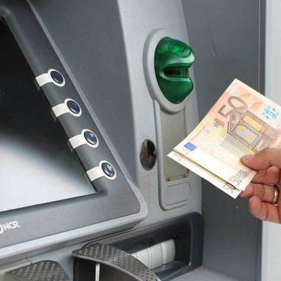 Τράπεζες: Πάνω από 20 δισ. «ζεστό» χρήμα στην οικονομία – Προσπάθεια να σωθεί η αγορά