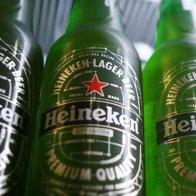 Heineken: «Καταρρέει» η κορυφαία μπύρα – Απολύονται 8.000 εργαζόμενοι