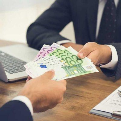 Δάνεια: Ποια τράπεζα δίνει εύκολα από 5.000 ευρώ