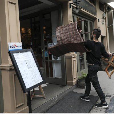 Ποτέ θα ανοίξουν καφετέριες, μπαρ και εστιατόρια – Η ημερομηνία