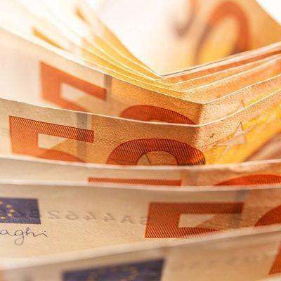 Δείτε ποια ελληνική εταιρεία έδωσε μπόνους 2.500 ευρώ σε κάθε εργαζόμενό της
