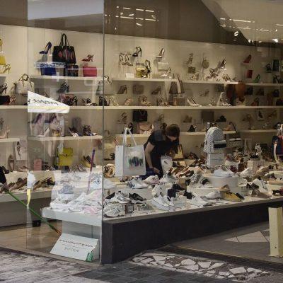 «Κλείδωσε»: Πότε ανοίγουν τα μαγαζιά – Με το 13032 τα ψώνια μας