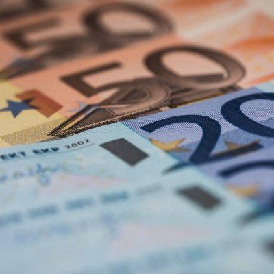 Αύξηση έως 220 ευρώ και αναδρομικά έως 4.178 ευρώ: Ποιοι συνταξιούχοι θα τα πάρουν