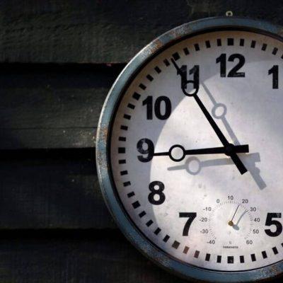 Πότε αλλάζει η ώρα: Τότε θα πρέπει να πάμε τα ρολόγια μια ώρα μπροστά