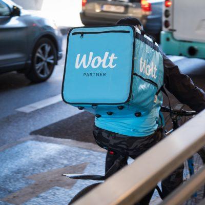 Η WOLT «κυκλώνει» την Ελλάδα: Πώς θα αντιδράσει η efood