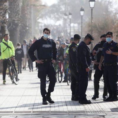 Η αστυνομία θα μπαίνει στα σπίτια να ελέγχει: Έχασαν τη… μπάλα