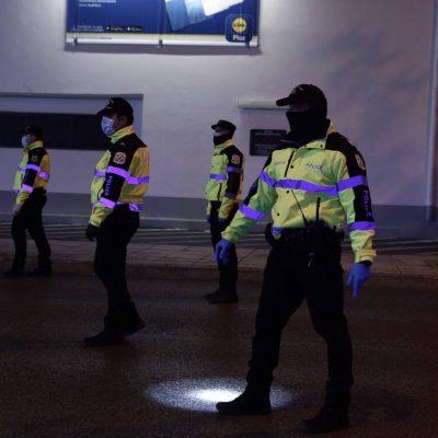 Θα μπουκάρουν οι αστυνομικοί στα σπίτια για έλεγχο; Όλη η αλήθεια
