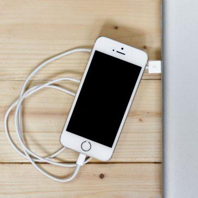 Το ολέθριο λάθος που κάνουμε όλοι και καταστρέφουμε τα κινητά μας