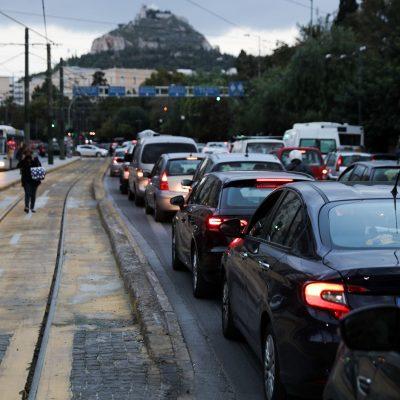 Οδηγείς στην Αθήνα; Προσοχή! Μεγάλο πρόστιμο αν κάνεις αυτό το λάθος