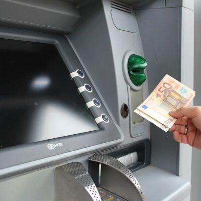 Και τα ελληνικά σούπερ μάρκετ γίνονται… τράπεζες! Ποια αλυσίδα έκανε την αρχή