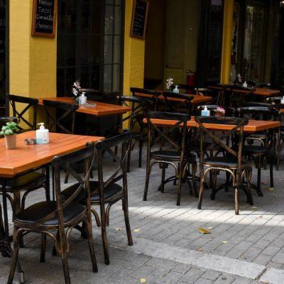 Πότε ανοίγει η εστίαση: Έτσι θα λειτουργούν καφετέριες, μπαρ και εστιατόρια