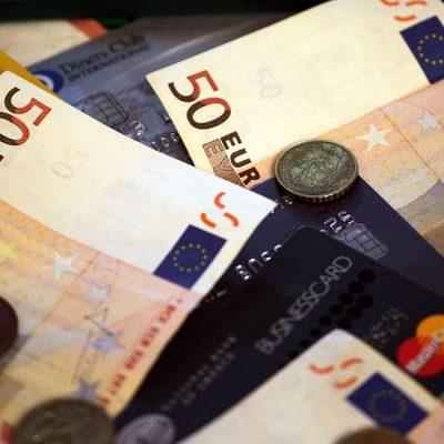 Χαρτονομίσματα και κέρματα τέλος: Έτσι θα πληρώνουμε από εδώ και πέρα