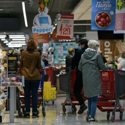 Ανατροπές στην αγορά των σούπερ μάρκετ: Οι μυστηριώδεις άνδρες που αλλάζουν τα πάντα