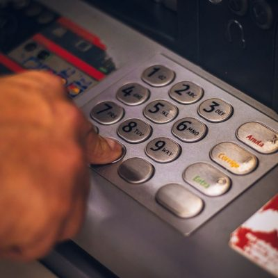 Βίντεο ντοκουμέντο: Έτσι κλέβουν το PIN της κάρτας μας στα ΑΤΜ