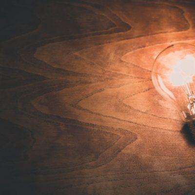 Mεγάλη μείωση στους λογαριασμούς ρεύματος: Ραγδαίες εξελίξεις