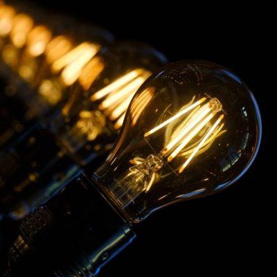 Λογαριασμοί ρεύματος: Ηλεκτροσόκ για χιλιάδες πολίτες – «Φωτιά» τα τιμολόγια που καταφτάνουν