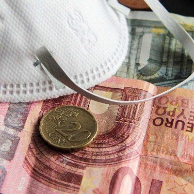 Άμεση ενίσχυση 3.000 ευρώ: Ποιοι και πότε θα τη λάβουν