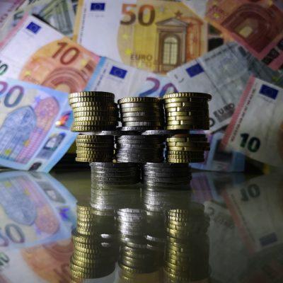 Πληρωμές Μαΐου: Μπαίνουν επιδόματα, συντάξεις και αναδρομικά – Όλες οι ημερομηνίες