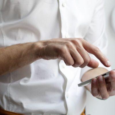 Νέες χρεώσεις στα κινητά: Αυτές είναι οι τιμές που θα πληρώνουμε πλέον