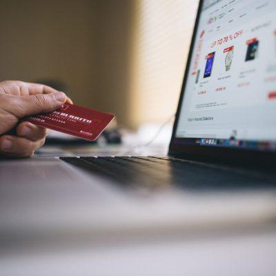 Ψωνίζεις από το Ίντερνετ; Θα το πληρώσεις… ακριβά! Τι αλλάζει