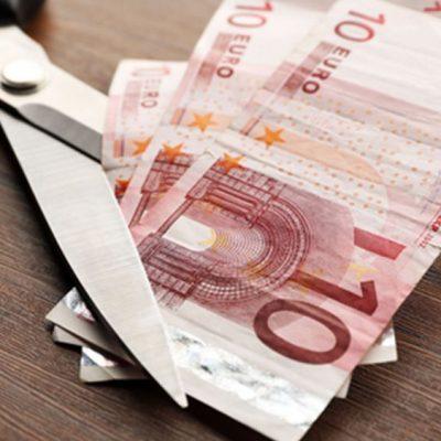 Το ΔΝΤ επιστρέφει: «Κόβει» συντάξεις και μισθούς!