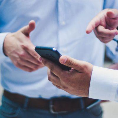 Μεγάλη αλλαγή στα κινητά μας: Τι πρέπει να κάνουν COSMOTE, VODAFONE και WIND