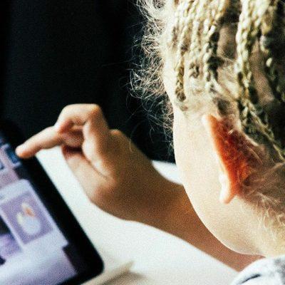Voucher 200 ευρώ: Κάνε ΤΩΡΑ αίτηση για δωρεάν tablet και laptop