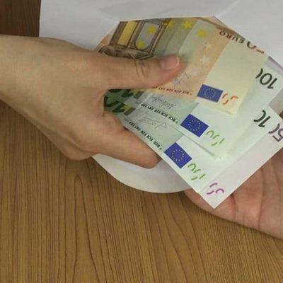 Το κόλπο του εφοριακού: Πώς μπορείτε να χάσετε χιλιάδες ευρώ