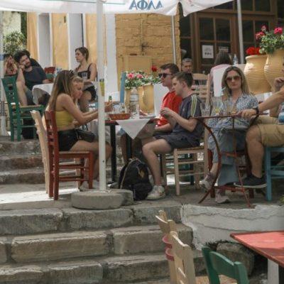 Έκτακτη ανακοίνωση: Μόνο αυτοί θα μπαίνουν πλέον σε καφέ, μπαρ, εστιατόρια