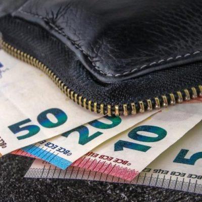 Κατώτατος μισθός 2021: «Γκάφα» της κυβέρνησης – Αναγκάζεται να δώσει περισσότερα