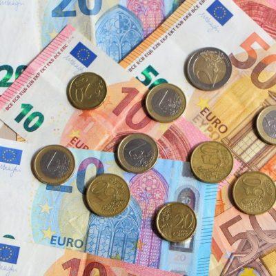 Mεγάλη «κομπίνα» με τα μετρητά στην Ελλάδα: Το σχέδιο για κατάργησή τους