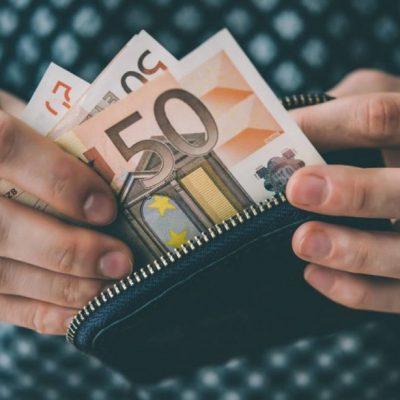 Συντάξεις χηρείας: Άσχημα νέα! Τα μισά λεφτά στην τράπεζα – Δείτε τι έγινε