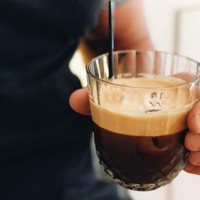 Απίστευτα πράγματα! «Κόβουν» και τον καφέ από τους Έλληνες – Τον πάνε στα 5 ευρώ