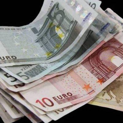 Eπίδομα «μεσαίας τάξης»: Το παίρνουν ακόμα και όσοι έχουν εισόδημα πάνω από 30.000 ευρώ