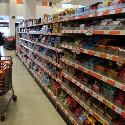 Έξαλλοι οι πελάτες των σούπερ μάρκετ: Δείτε τι είδαν στα ράφια από τη μία μέρα στην άλλη